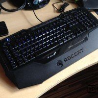 Roccat Isku Illuminated Gaming Tastatur mit USB
